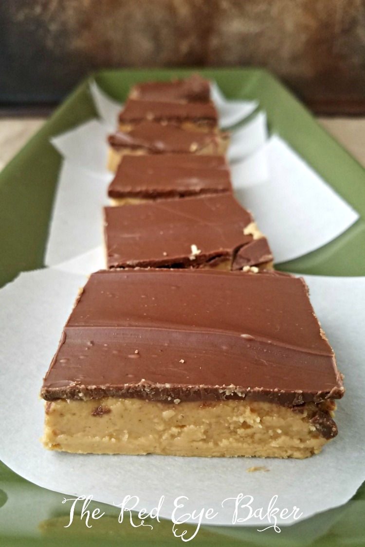 Peanut Butter Buckeye Bars | Is there anything better than peanut butter and chocolate? These Peanut Butter Buckeye Bars give you all the flavor you love in a traditional buckeye without all the work!