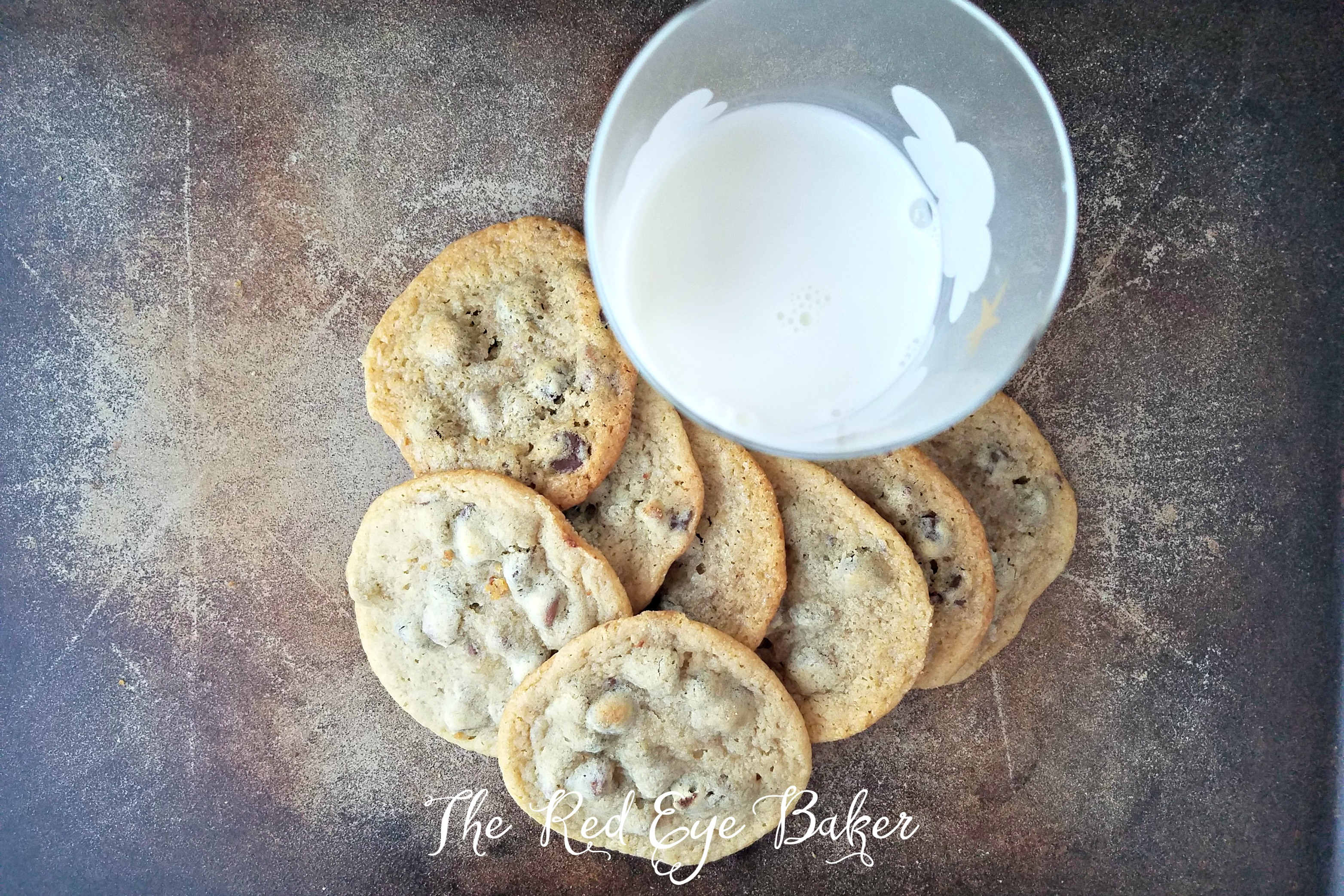 Chewy Chocolate Chip Cookies | Is there anything better than an ooey, gooey, cookie? These Chewy Chocolate Chip Cookies are sure to please the cookie monster in your life.